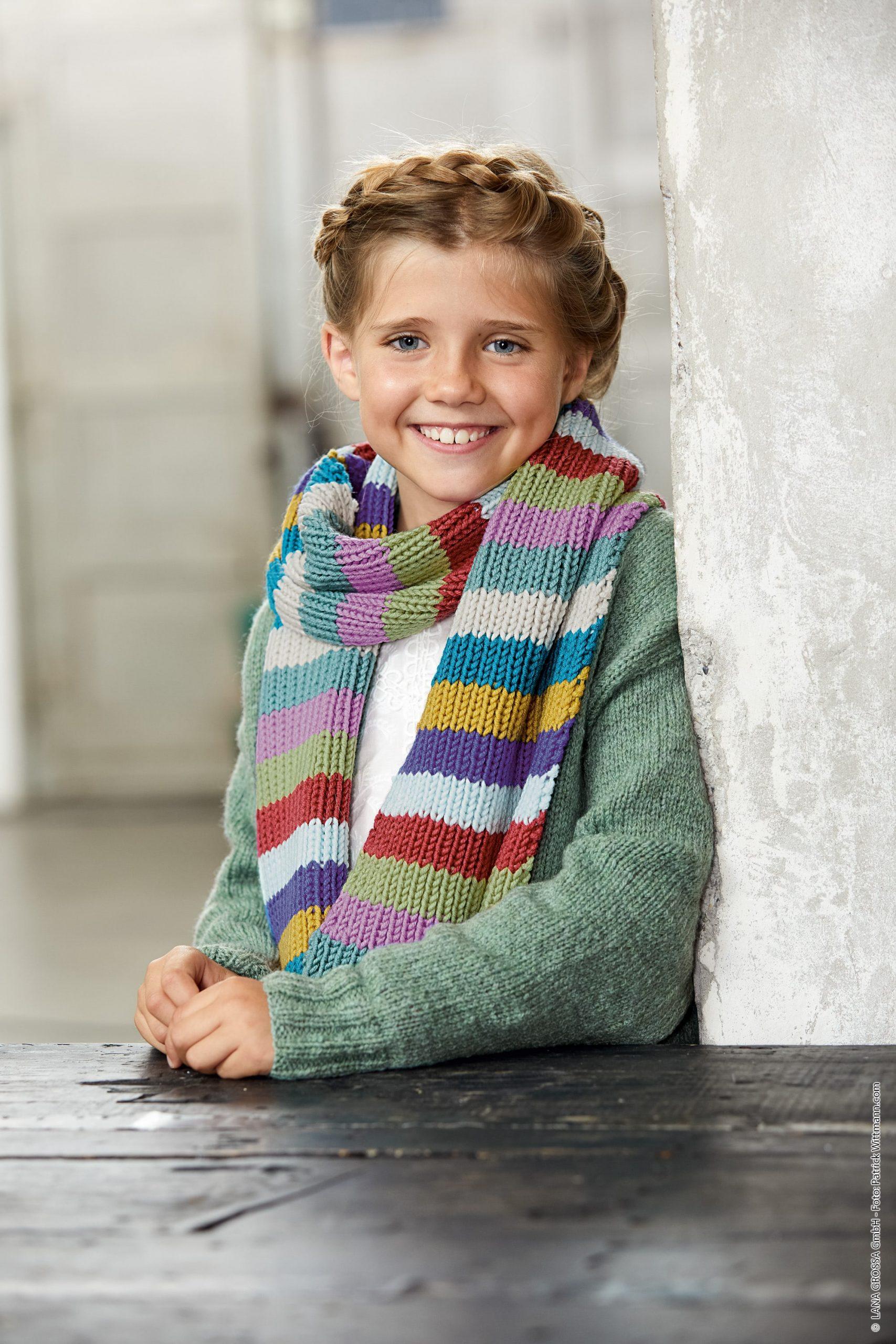Modello di sciarpa ai ferri a fasce multicolori per bambini Lana Grossa Bingo 28 - Fornasari Distribuzione